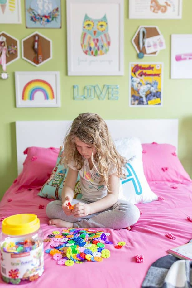 girls rainbow bedroom 5